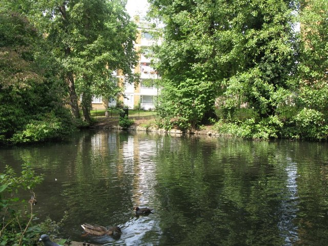 Lake in gardens east of Brooklands Park, SE3 (3)