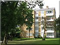 TQ4075 : Flats near the lake in gardens east of Brooklands Park, SE3 by Mike Quinn