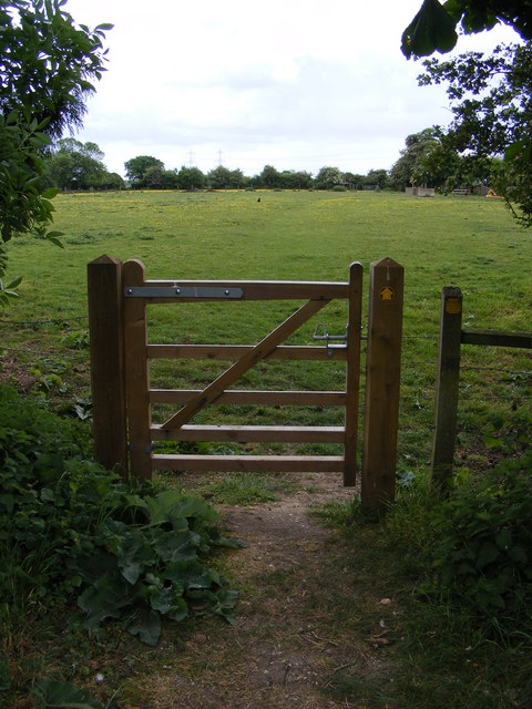 Gate & footpath to the B1438 Yarmouth Road