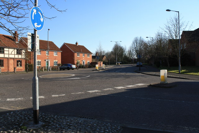 Mini-roundabout at junction of Whitehorse Street and Briton Way, Wymondham