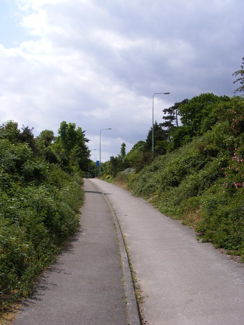 Path to the A1214 Main Road