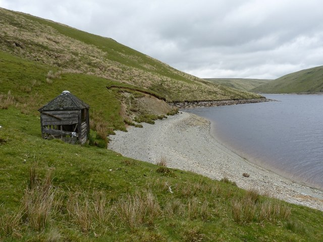 Ruined fishing shelter on the western shore of Claerwen