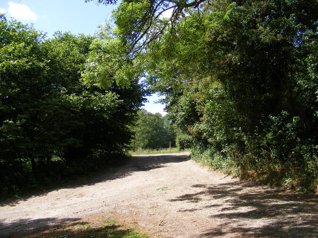 Footpath to Shrublands Farm & entrance to White House & Hill Top Farm