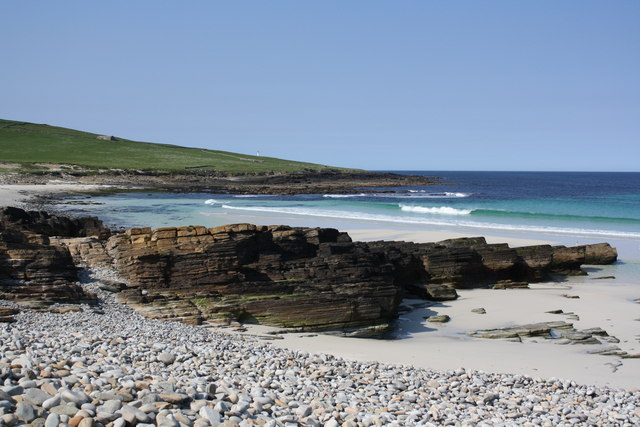 Mis Skerries, Grobust beach