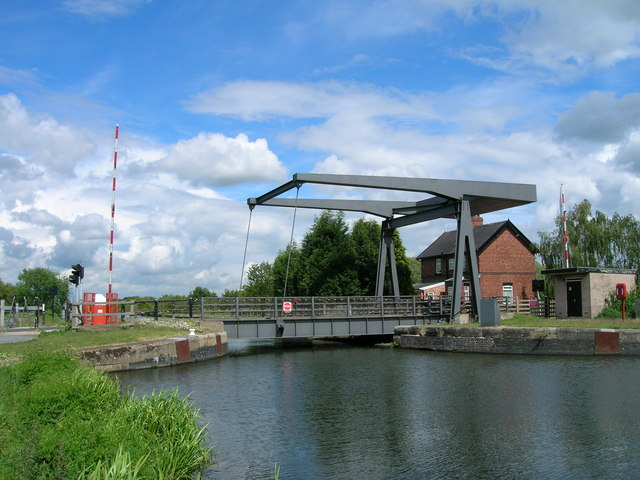 Kirkhouse Green bridge over New Junction Canal