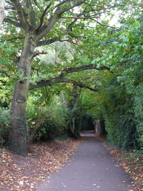 Footpath south of Shepperton Road, BR5