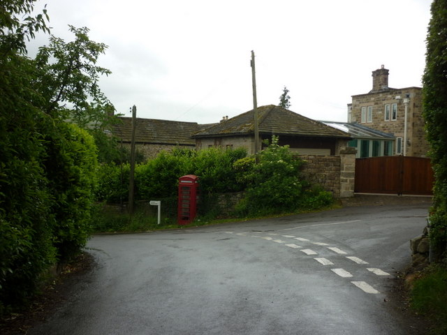 The junction of Carr Lane with Thornhill Lane