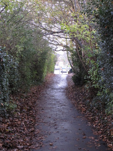 Footpath south of Shepperton Road, BR5 (2)