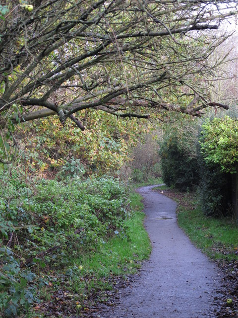 Footpath west of Heath Side, BR5 (2)