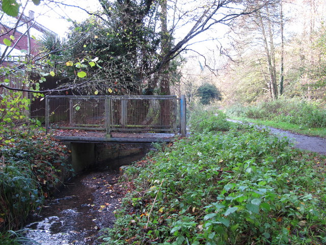Footbridge over the Kyd Brook - East Branch, west of Sparrow Drive, BR5