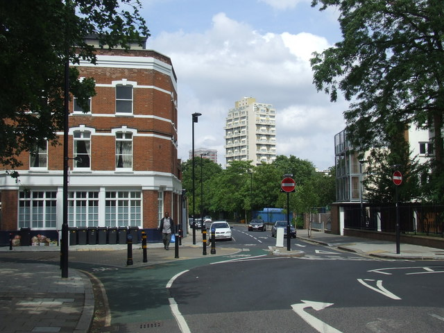 Larkhall Lane, SW4