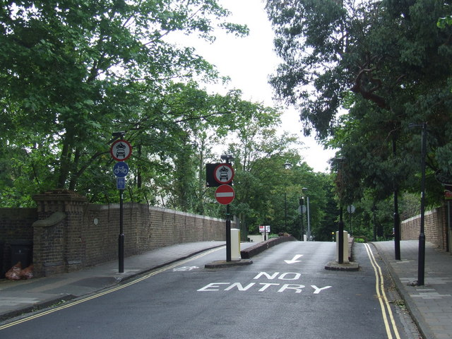 Larkhall Lane bridge, SW4