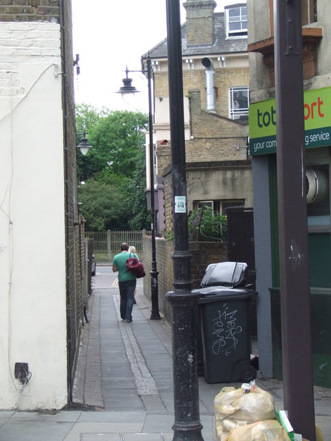 Alley near Herne Hill station