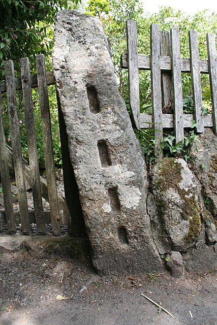 Lustleigh: old gatepost