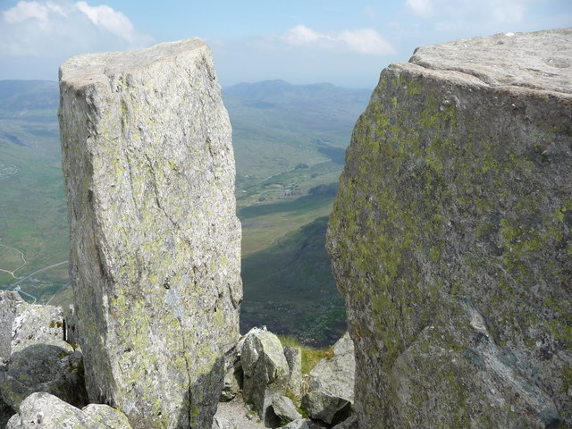 The view north east between Adam and Eve on Tryfan