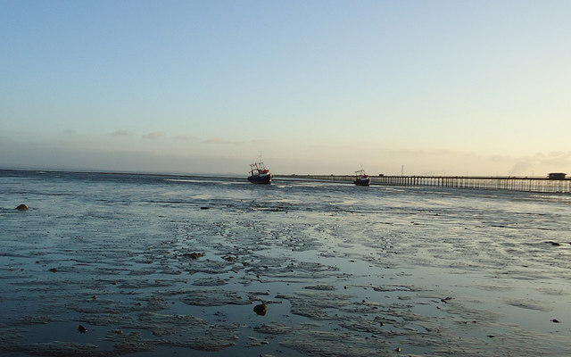 Boats on mudflats, Southend Pier
