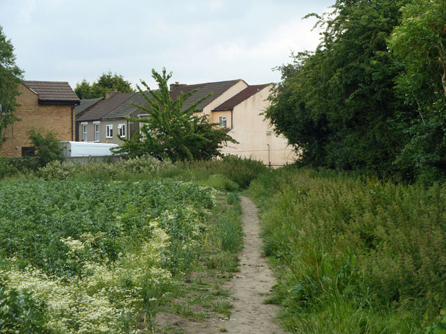 Footpath 108 approaches Oak Street