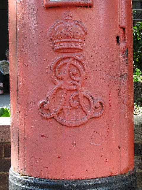 Edward VII postbox, Acacia Road, NW8 - royal cipher