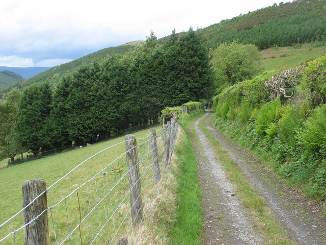 The track above Cwm-cemrhiw