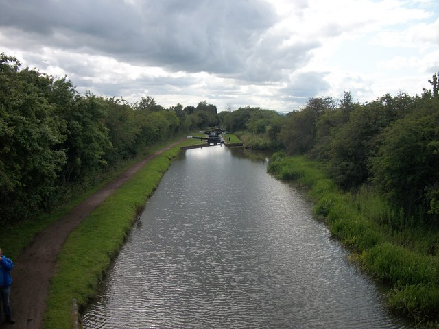 Looking towards Worcester from Bridge 52 on the Worcester and Birmingham Canal
