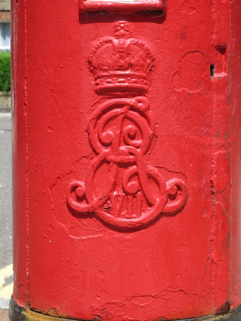 Edward VII postbox, Broadhurst Gardens / Priory Road, NW6 - royal cipher