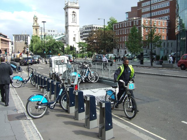 Returning London hire bikes in Holborn