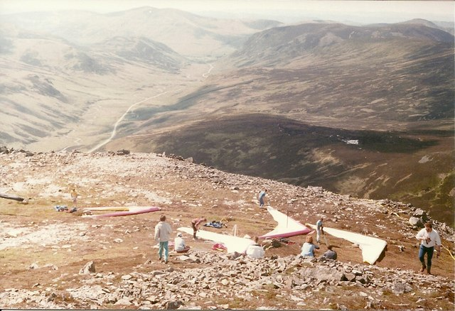 Hang gliders preparing to take off at the 1989 Celtic Cup