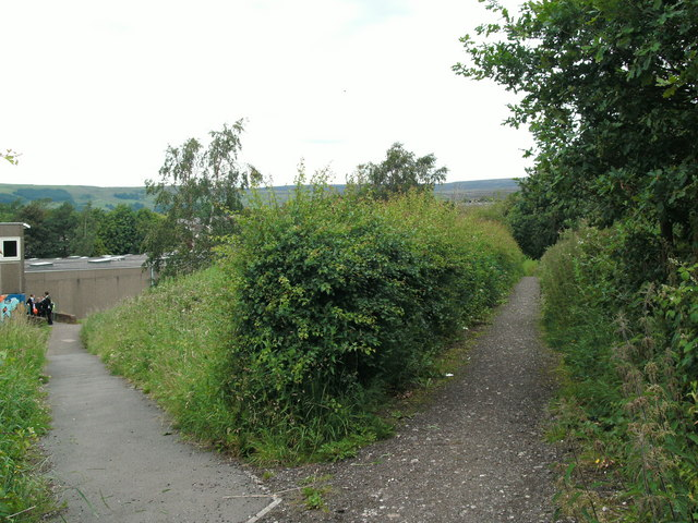 Footpath between railway and college at Hadfield