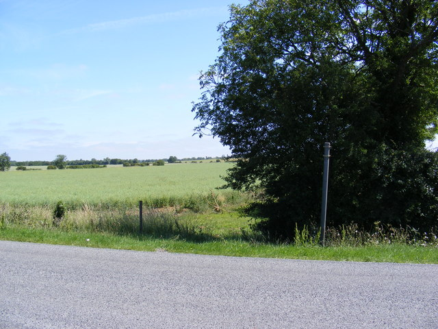 Footpath to the B1040 Potton Road