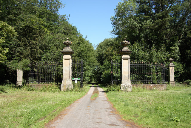 Ossington Hall gates