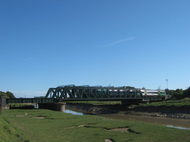 The Marshlink train over the River Rother