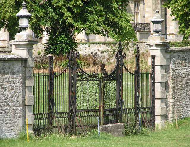 Drayton House: gates to the walled garden