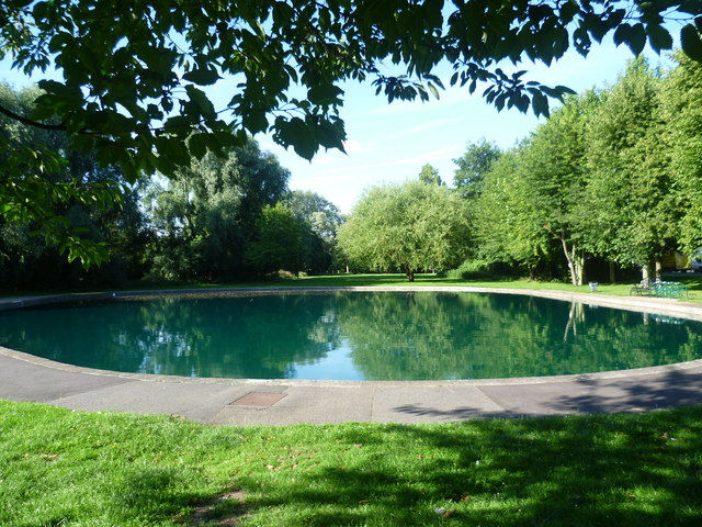 Pond in riverside garden st mary cray marathon cc by sa for Garden pond kent