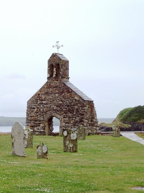 Churchyard and ruined church, Cwm yr Eglwys