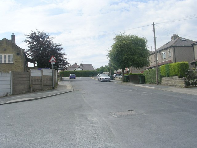 Low Ash Road - viewed from Hillary Road