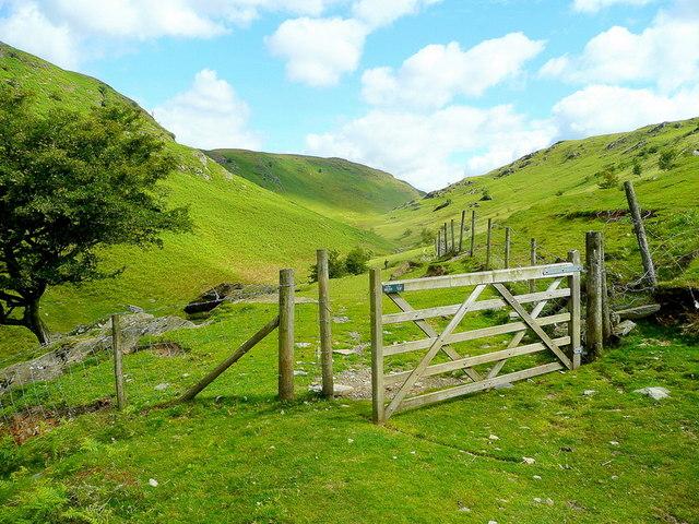 Entering Cwm Gwesyn