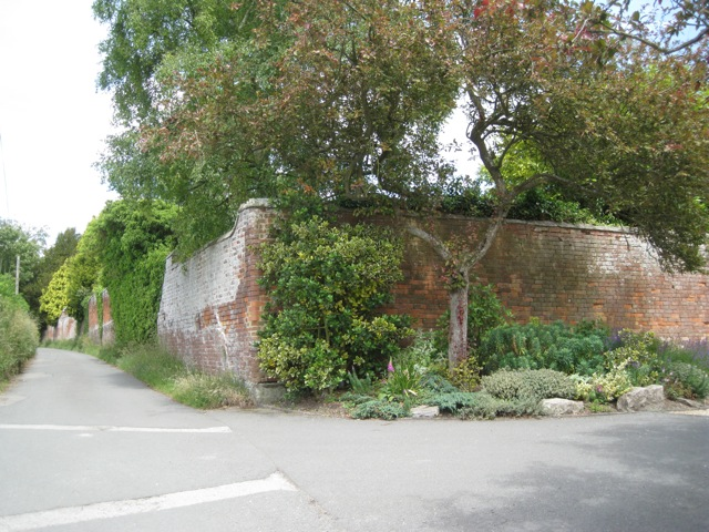 Garden walls, Rowington Hall