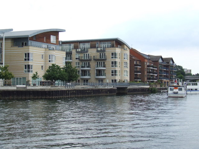 Apartments on the river, Hampton Wick