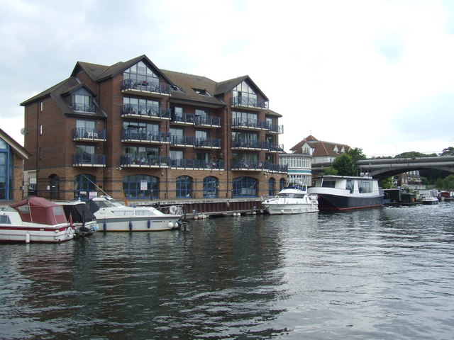 Apartments on the Thames at Hampton Wick