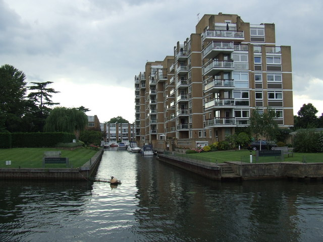 Fairways Estate, Hampton Wick