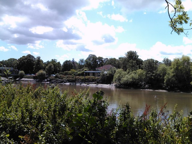 Former bridge or jetty at Isleworth