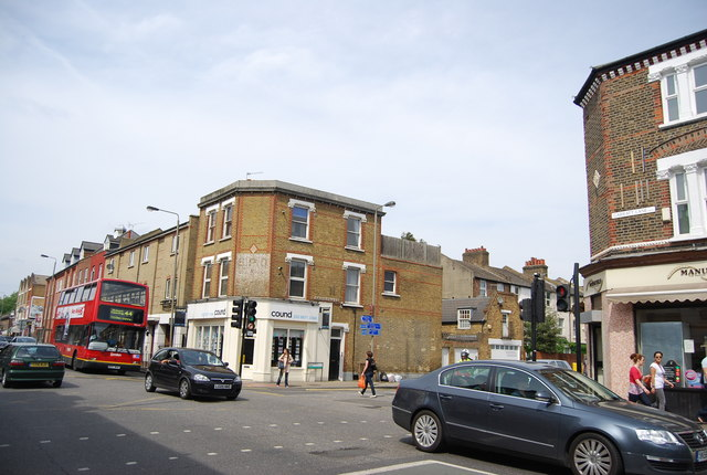 Earlsfield Rd and Garratt Lane