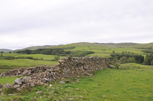 Ruined wall and view to Scaur Farm