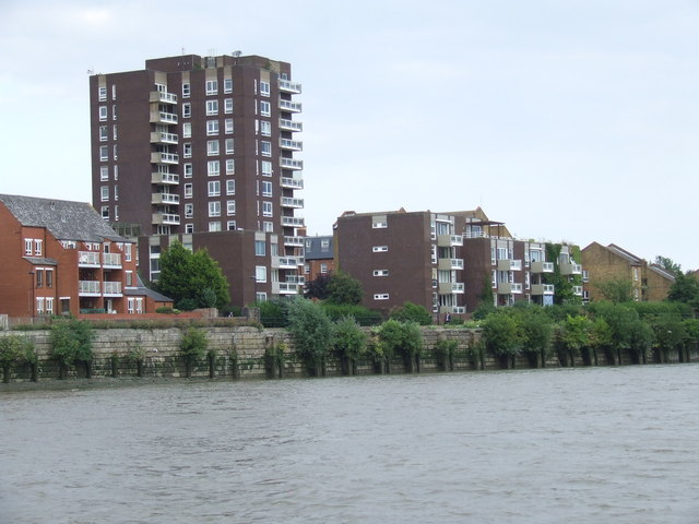 Flats on the river bank, Fulham