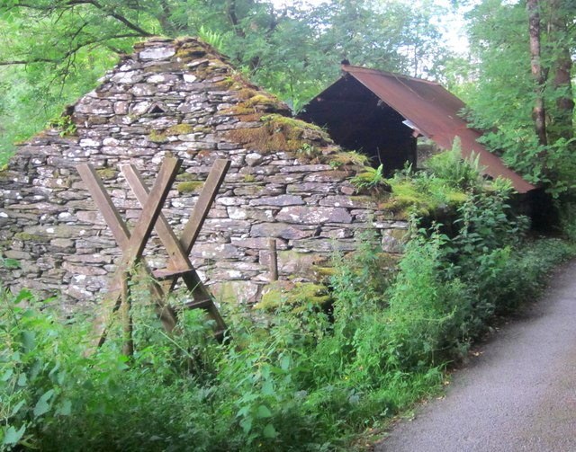 Hen Ysgubor (2) / An Old Barn (2)