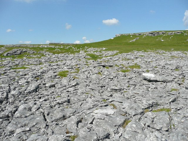Fragmented limestone, Old Pasture, Conistone