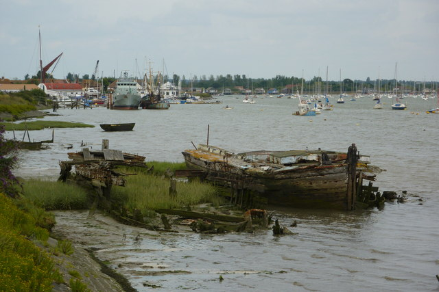 Derelict boat, Heybridge Basin