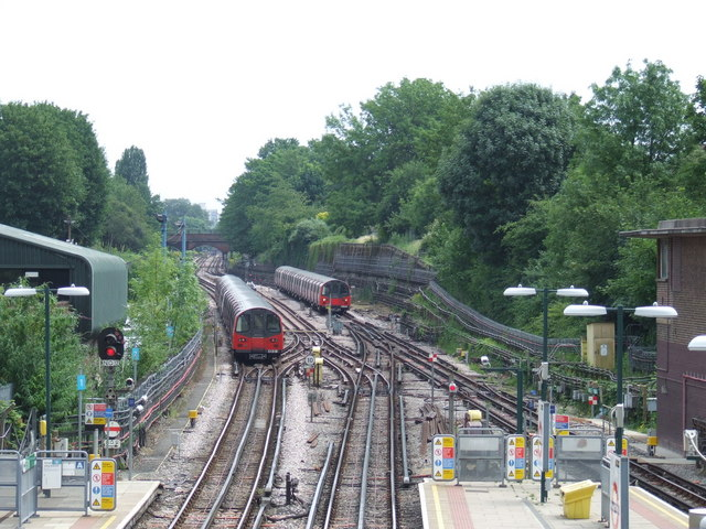 Northern line at Finchley Central
