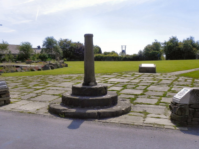 Affetside Cross and Millennium Green
