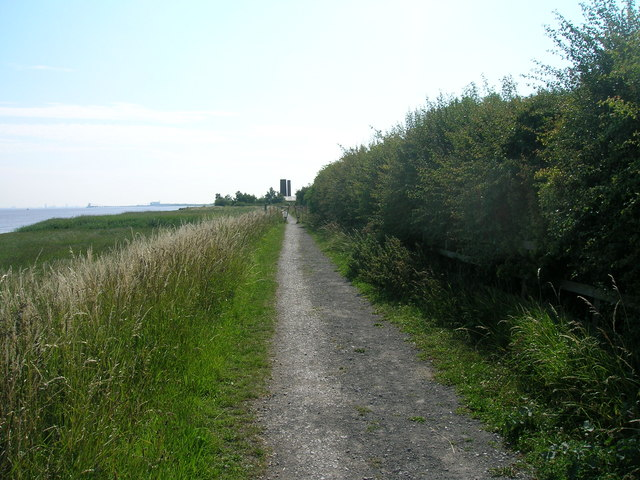Footpath on south bank of the Humber heading east